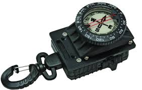 innovative-scuba-compass-with-locking-gripper